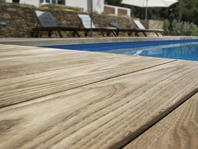 Terrasse bois thermochauffé avec piscine