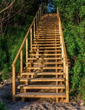 Les escaliers en bois et corten