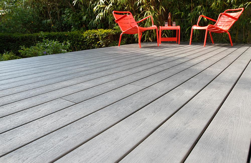 Terrasse sanctuary Earl Grey mobilier fermob rouge